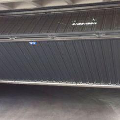 puerta-basculante-con-tercio-superior-microperforado-1