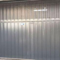 puerta-basculante-con-tercio-superior-microperforado-2