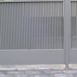 puerta-abatible-peatal-lamas-en-vertical