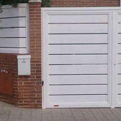 puerta-batiente-de-aluminio-soldado-lama-abierta-2