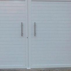 puerta-batiente-de-aluminio-soldado-y-peatonal