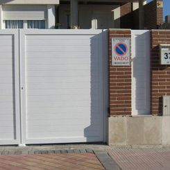 puerta-batiente-en-aluminio-soldado