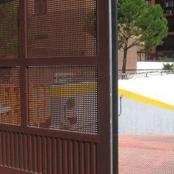 puerta-corredera-metalica-de-chapa-perforada-7