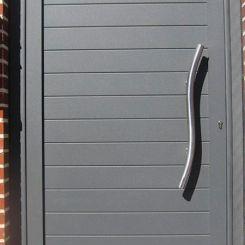 puerta-peatonal-aluminio-gris
