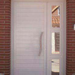puerta-peatonal-de-aluminio-soldado-con-fijo-acristalado