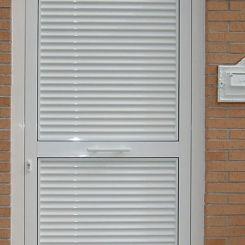 puerta-peatonal-de-mallorquina-de-aluminio