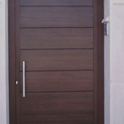 puerta-peatonal-panel-madera