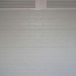 puerta-seccional-acanalado-con-fijo-de-mallorquina
