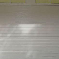 puerta-seccional-con-dintel-en-cruces