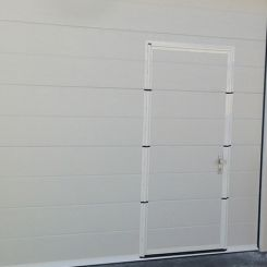 seccional-de-tablin-blanco-con-peatonal-incorporada-2
