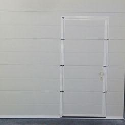 seccional-de-tablin-blanco-con-peatonal-incorporada
